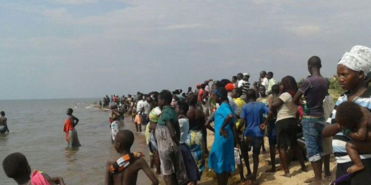 Se hunde barco en Uganda con equipo de futbol a bordo