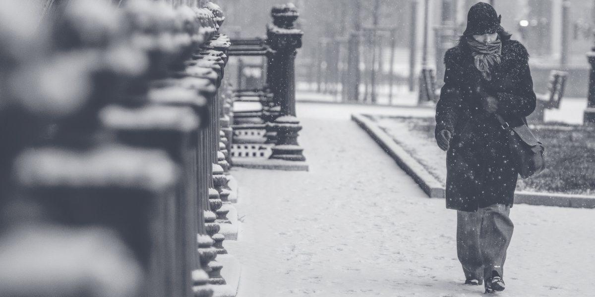 Madre camina 48 kilómetros para salvar a su familia atrapada en la nieve