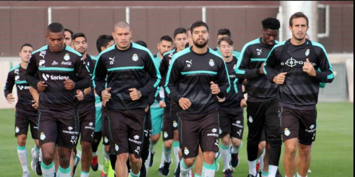 Jugadores de Santos cumplen sueño de niño 'guerrero'