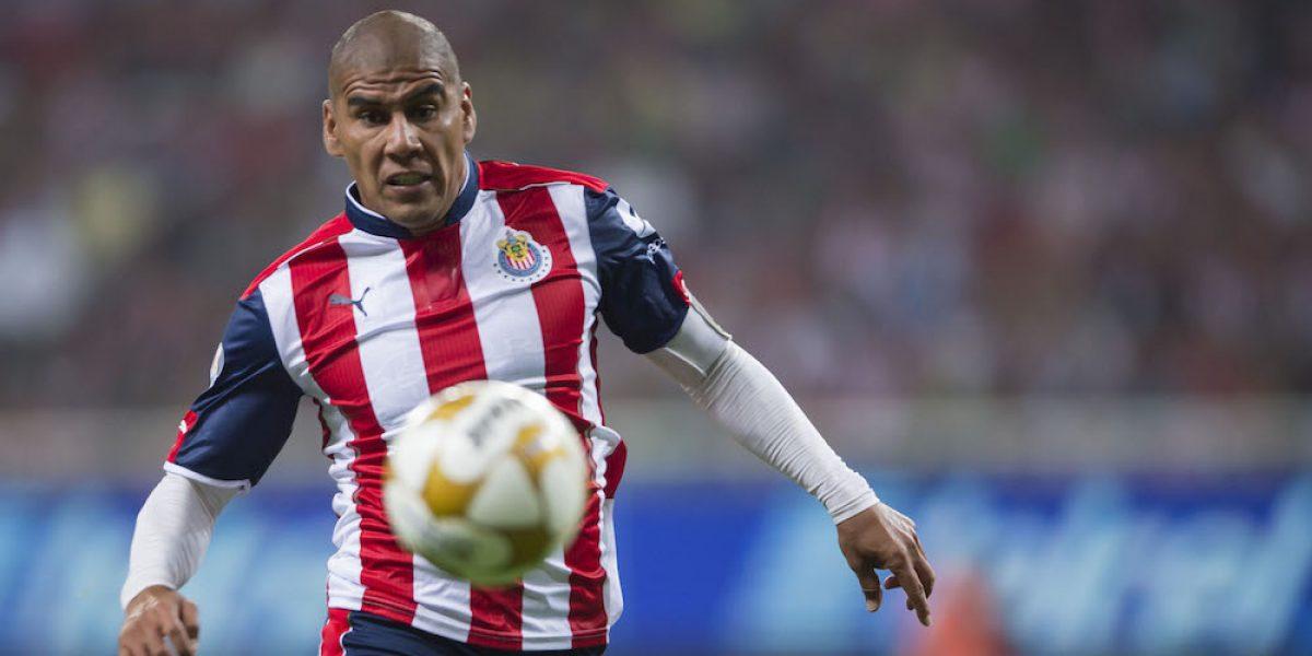 Carlos Salcido se mantendrá con Chivas seis meses más