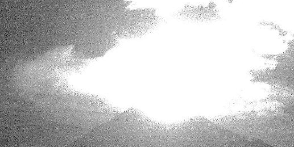Volcán de Colima sorprende con exhalación de más 2 kilómetros