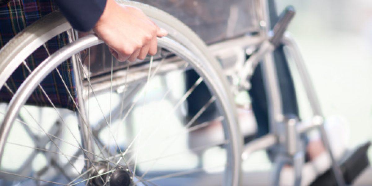 Mexicanos crean dispositivo para mover silla de ruedas con el cerebro