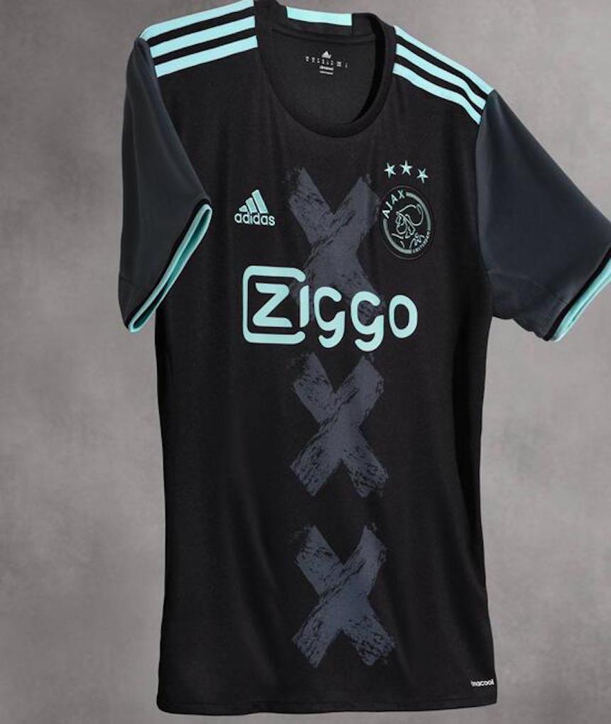 Adidas dejó atrás los colores tradicionales del club holandés y presentó un  uniforme negro con vivos en color fosforescente. 1f408216c1492