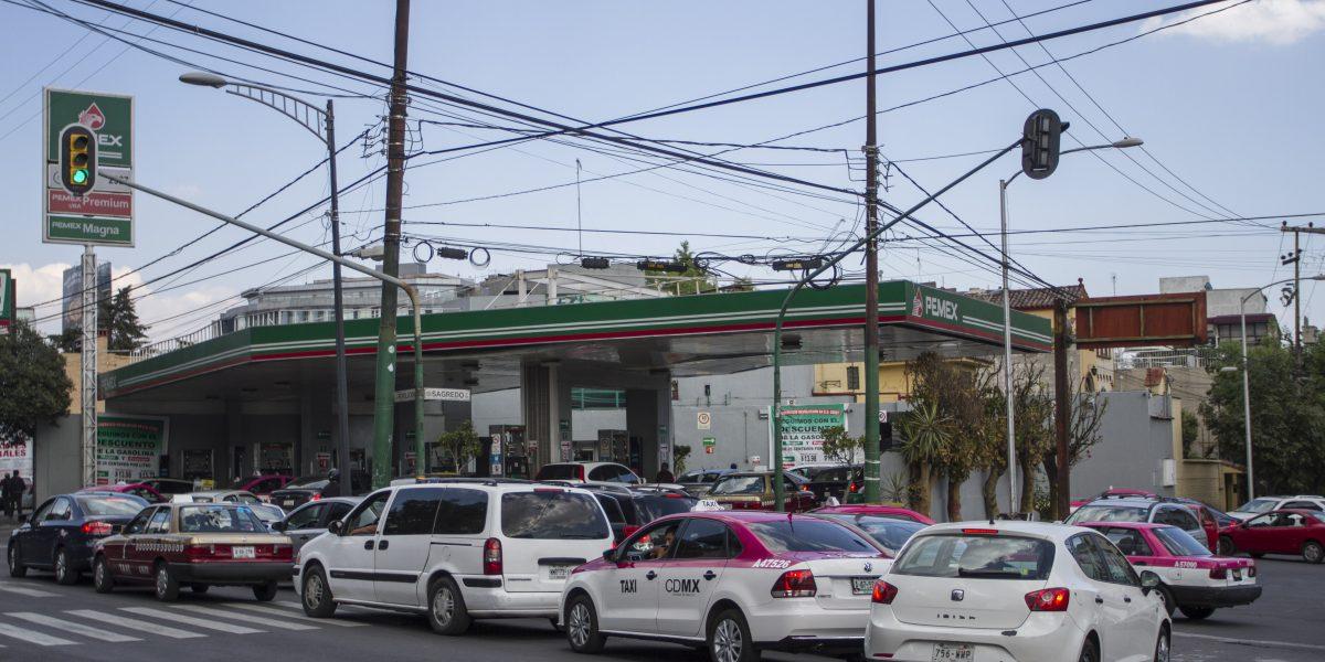 Gasolineras en varios estados reportan largas filas
