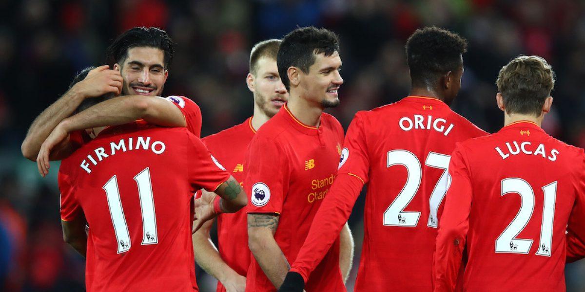 Liverpool gana y se mantiene muy cerca del líder Chelsea