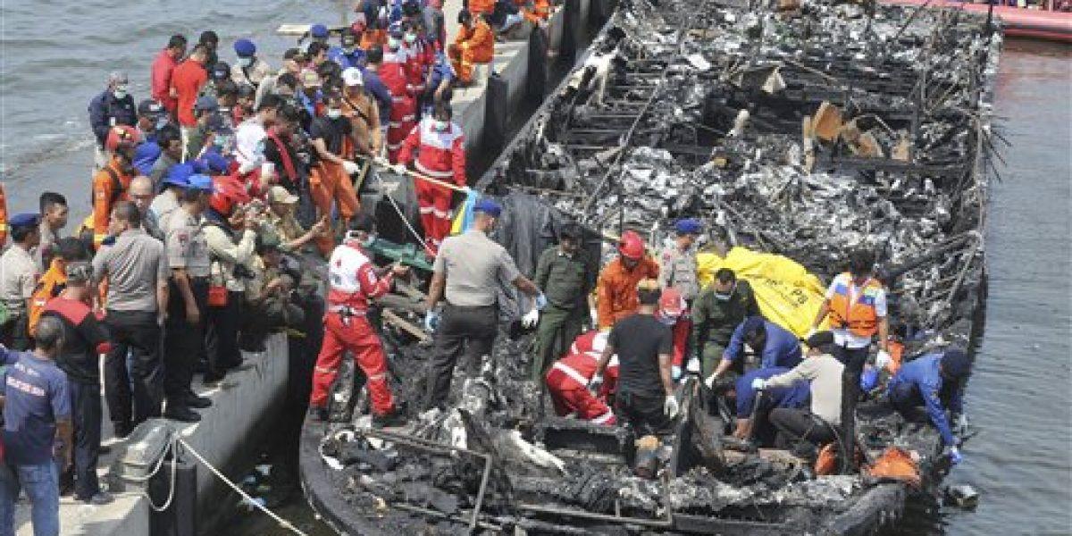 Incendio en ferry deja 23 muertos en Indonesia