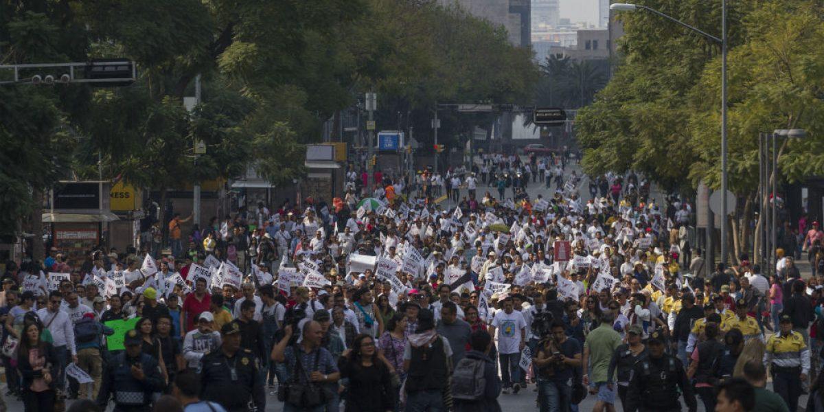 Marchan en la CDMX contra el gasolinazo