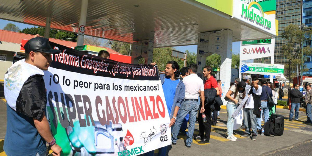 Detienen a estudiantes del IPN durante manifestación contra el
