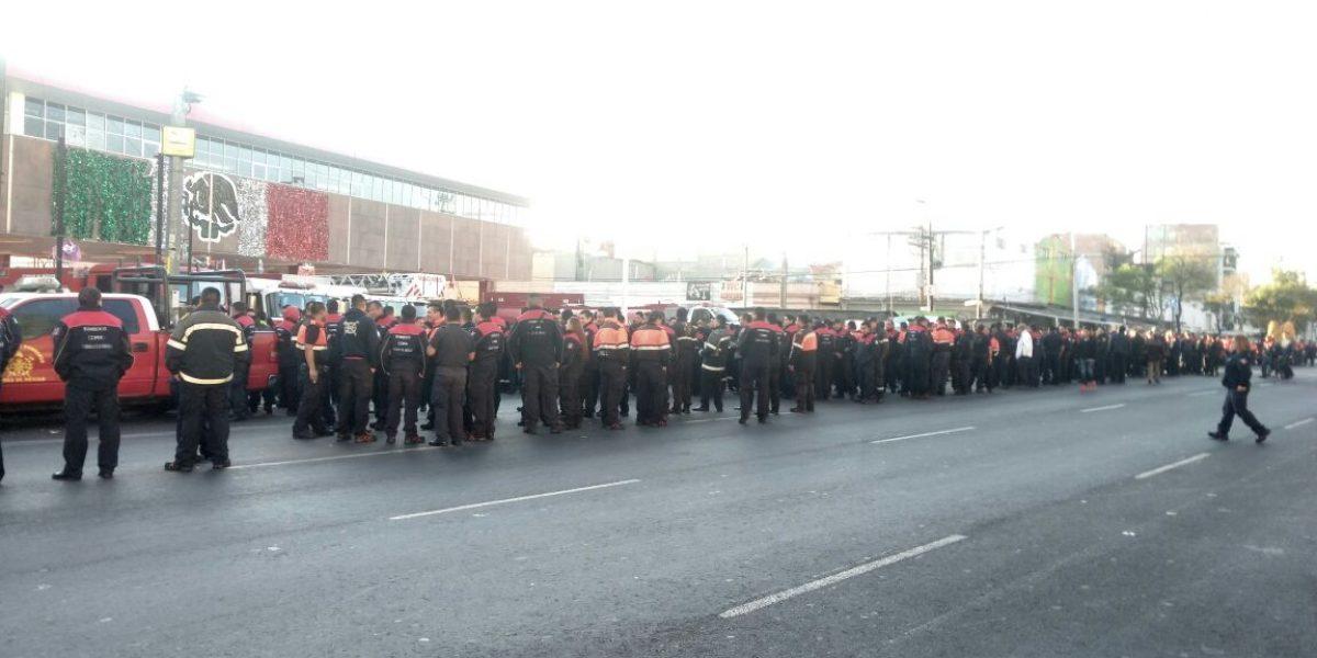 Bomberos se manifiestan en calles de la CDMX