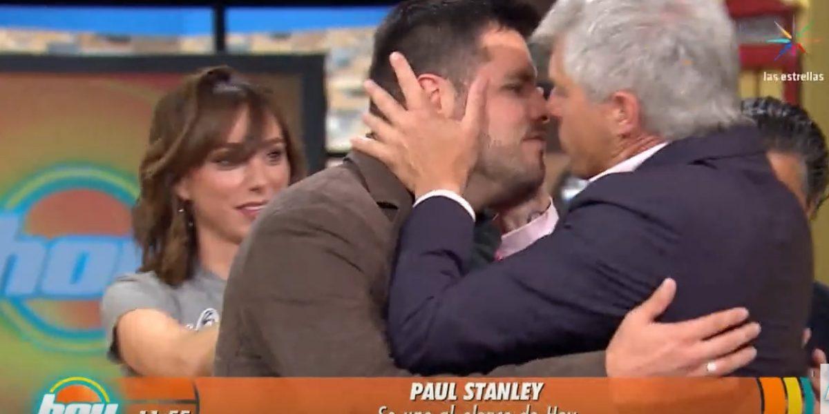 Con inesperado beso en la boca, Lisardo deja su lugar a Paul Stanley en Hoy