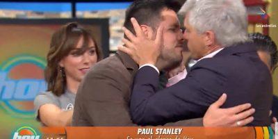 Con inesperado beso en la boca Lisardo deja su lugar a Paul Stanley en Hoy