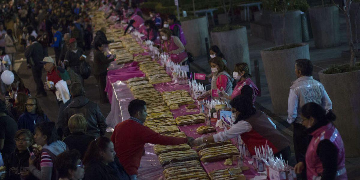 Todo listo para la Mega Rosca de Reyes en el Zócalo