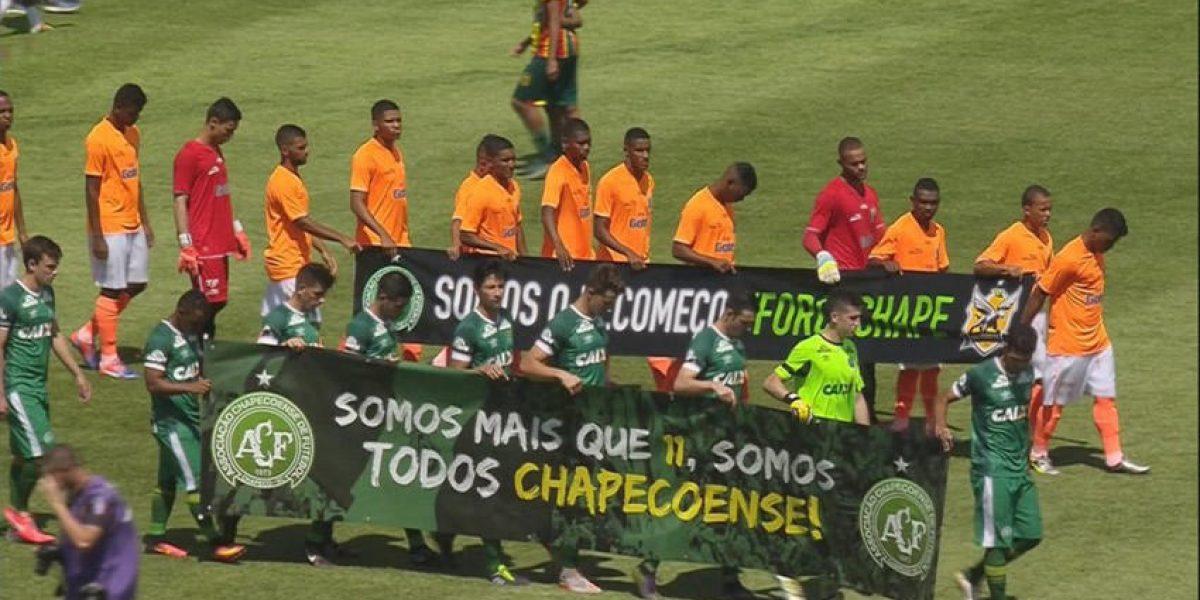 Chapecoense disputa su primer juego después de la tragedia