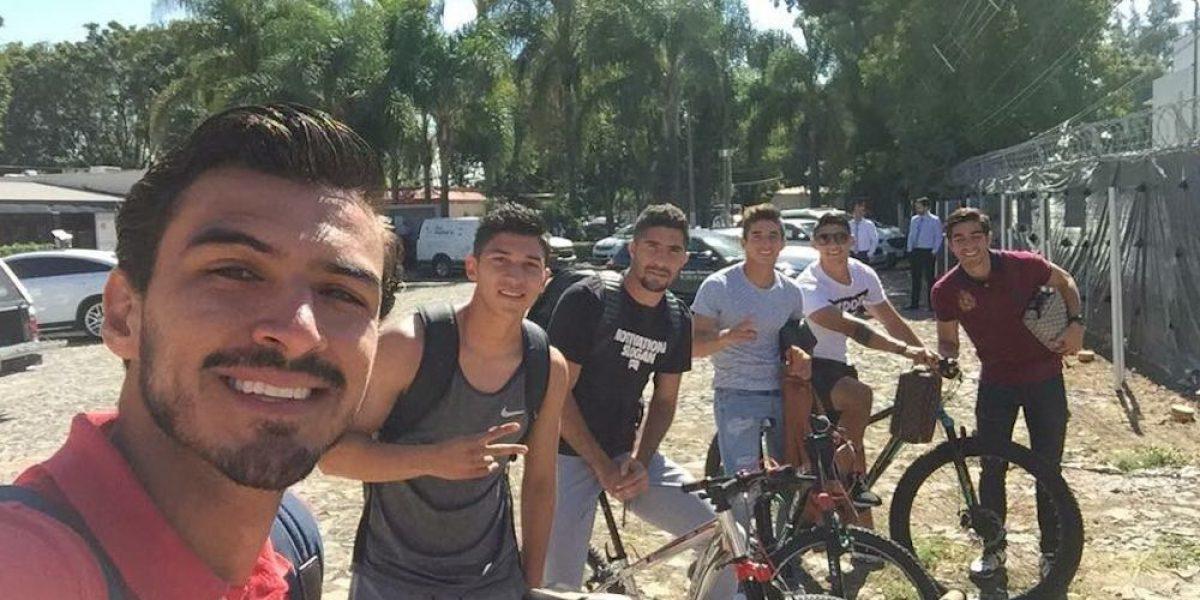 Chivas se solidariza con el pueblo mexicano y llega en bici al entrenamiento