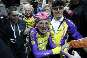 © Copyright 2017 The Associated Press. All rights reserved.. Imagen Por: Impone nuevo récord en ciclismo… ¡a sus 105 años de edad! / AP