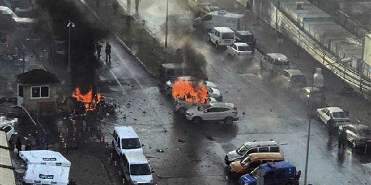 Estallido de coches bomba dejan al menos 16 muertos