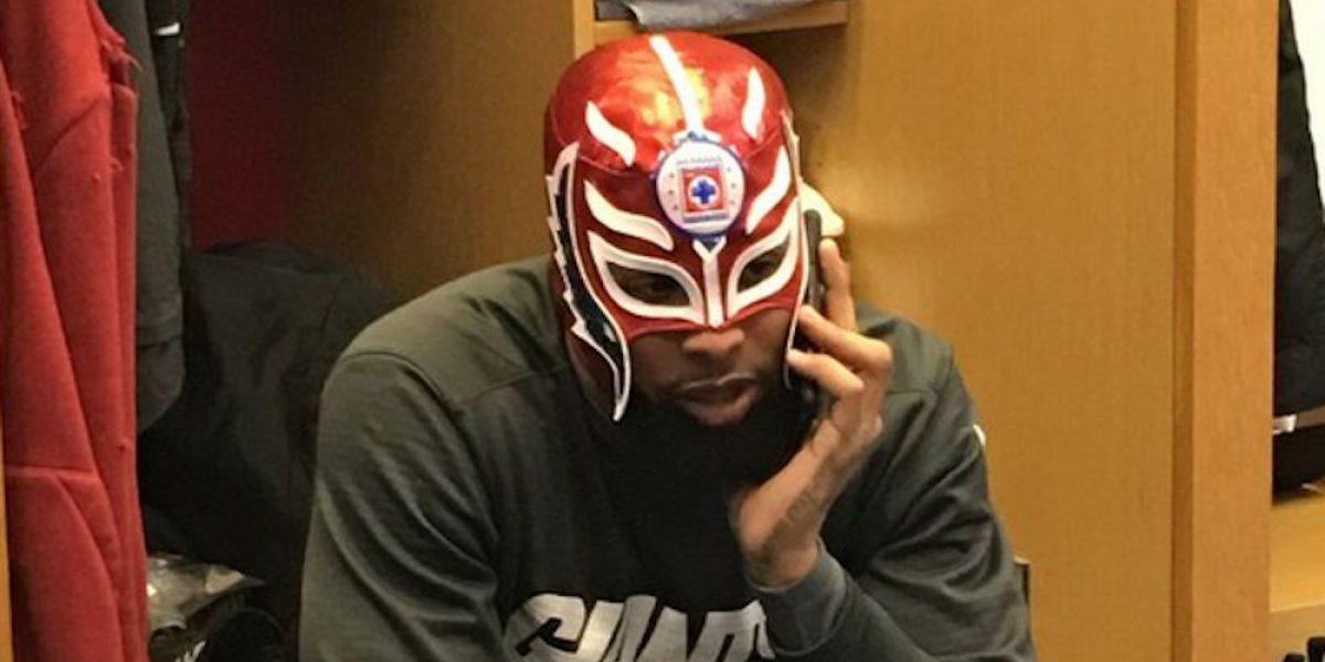 Odell Beckham Jr. presume máscara de luchador con el logotipo del ¡Cruz Azul!