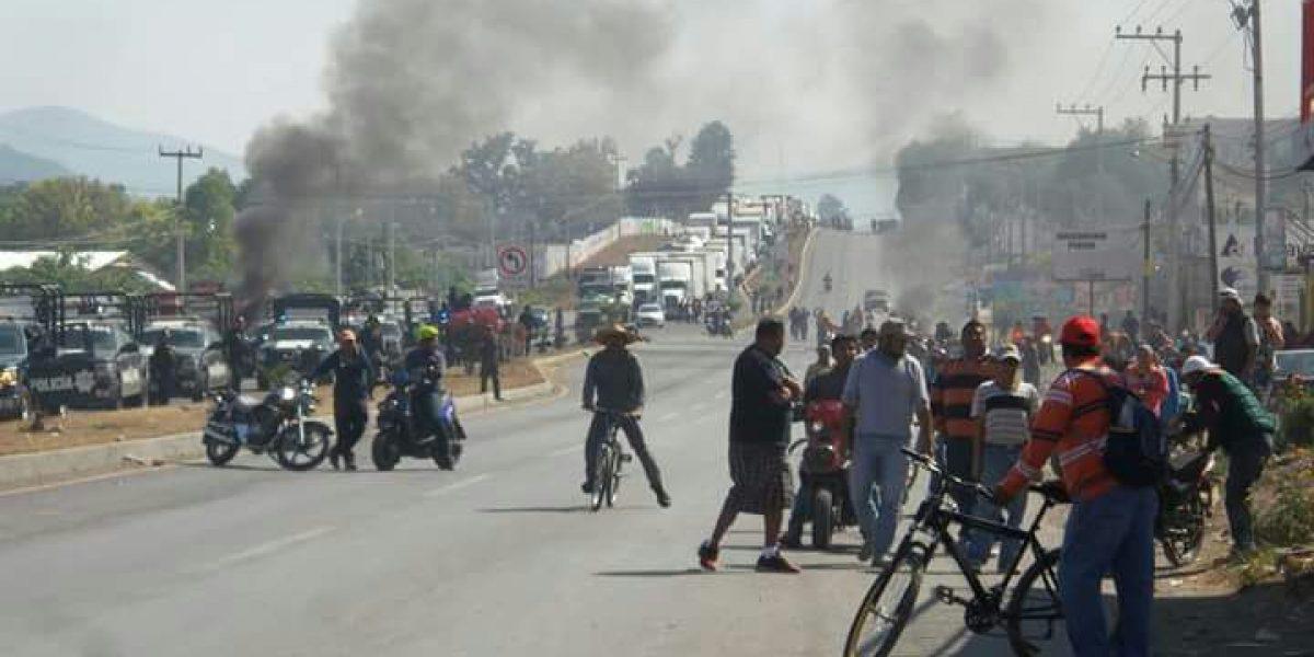 Retienen a dos federales tras enfrentamiento en Ixmiquilpan