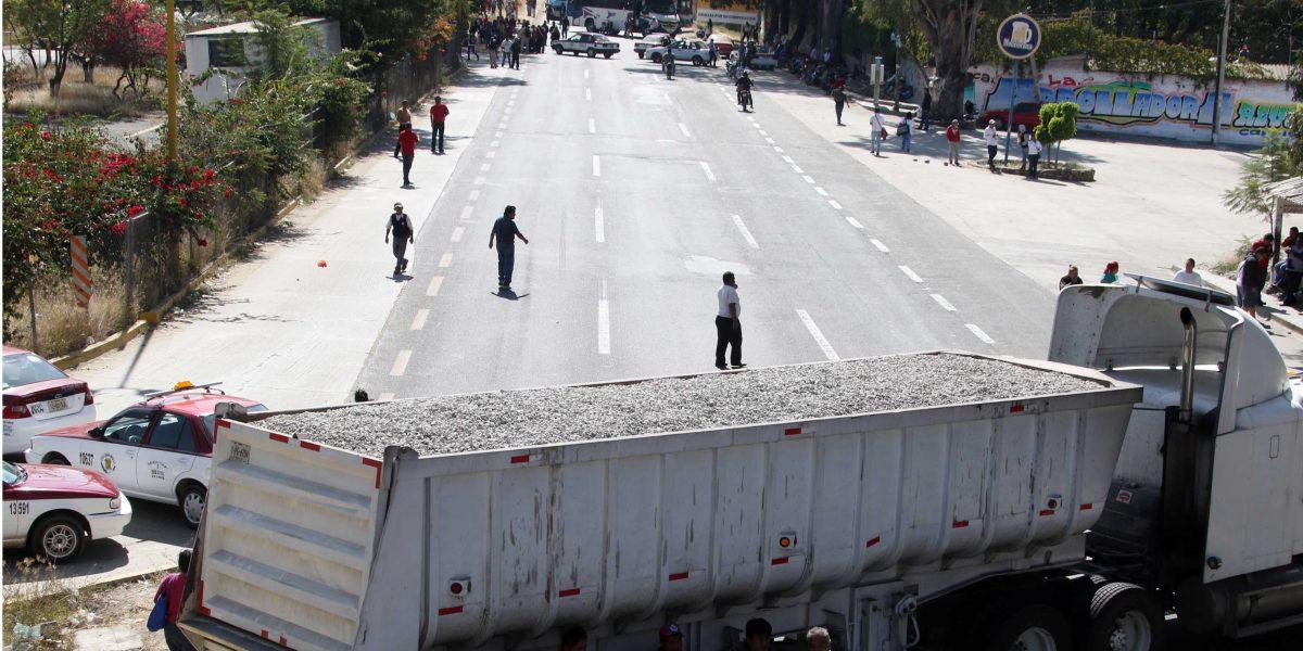 Manifestantes cierran carreteras por quinto día consecutivo