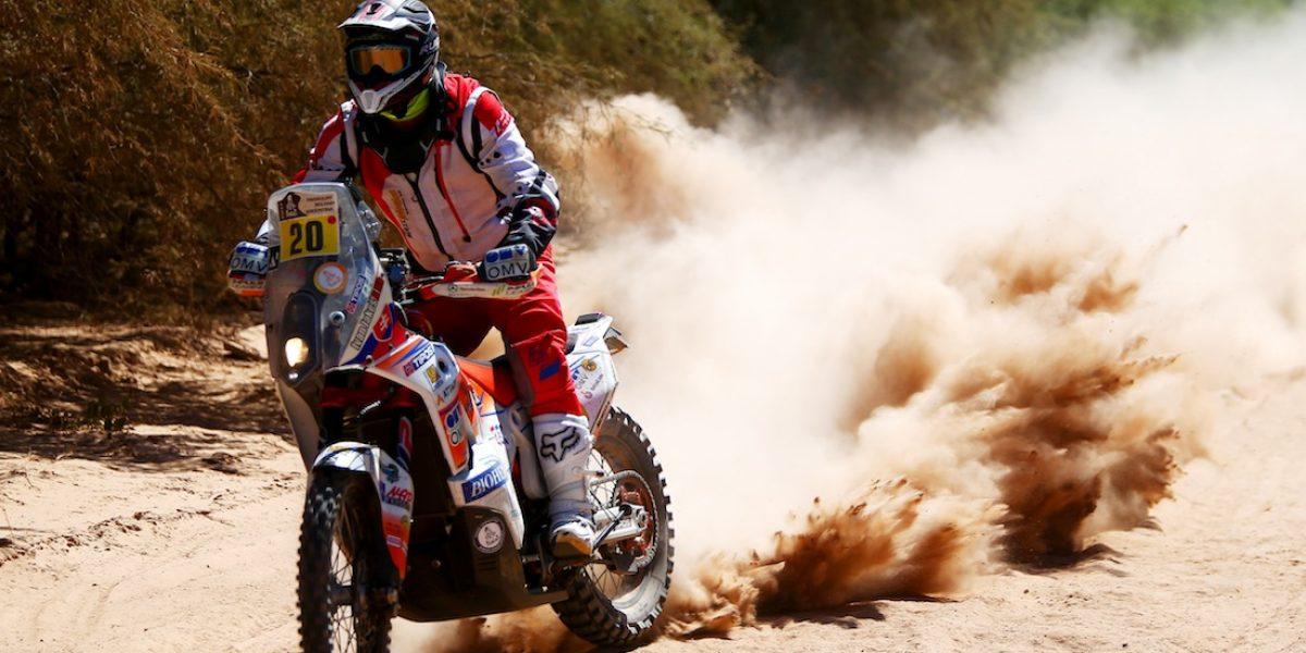 Piloto es alcanzado por un rayo durante el Rally Dakar 2017