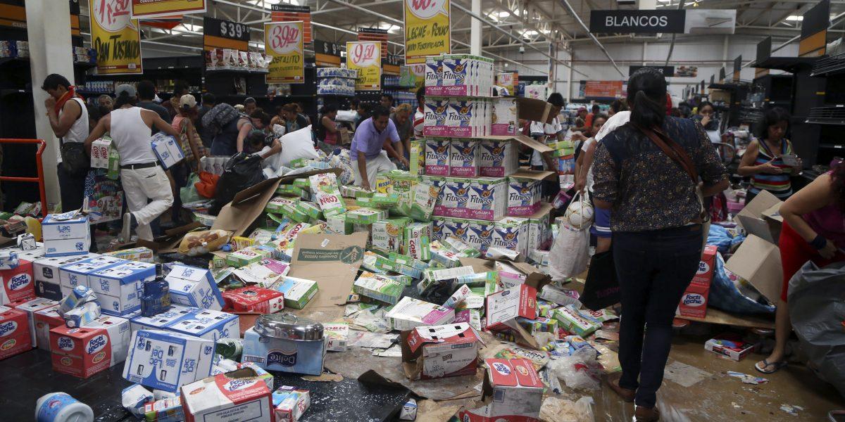 Detienen a 46 personas tras saqueo en tienda comercial en Edomex