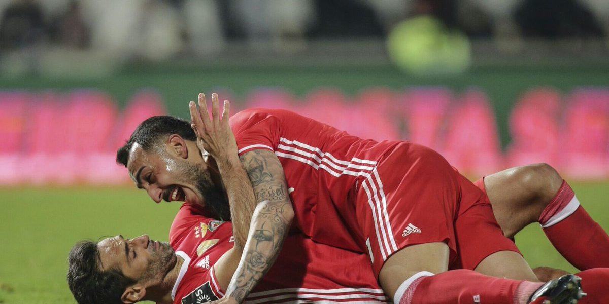 Sin Raúl Jiménez, Benfica vence a Guimarães de visita