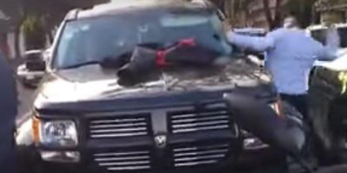 VIDEO: #LadyCuernos es sorprendida por esposo cuando amante manejaba su auto