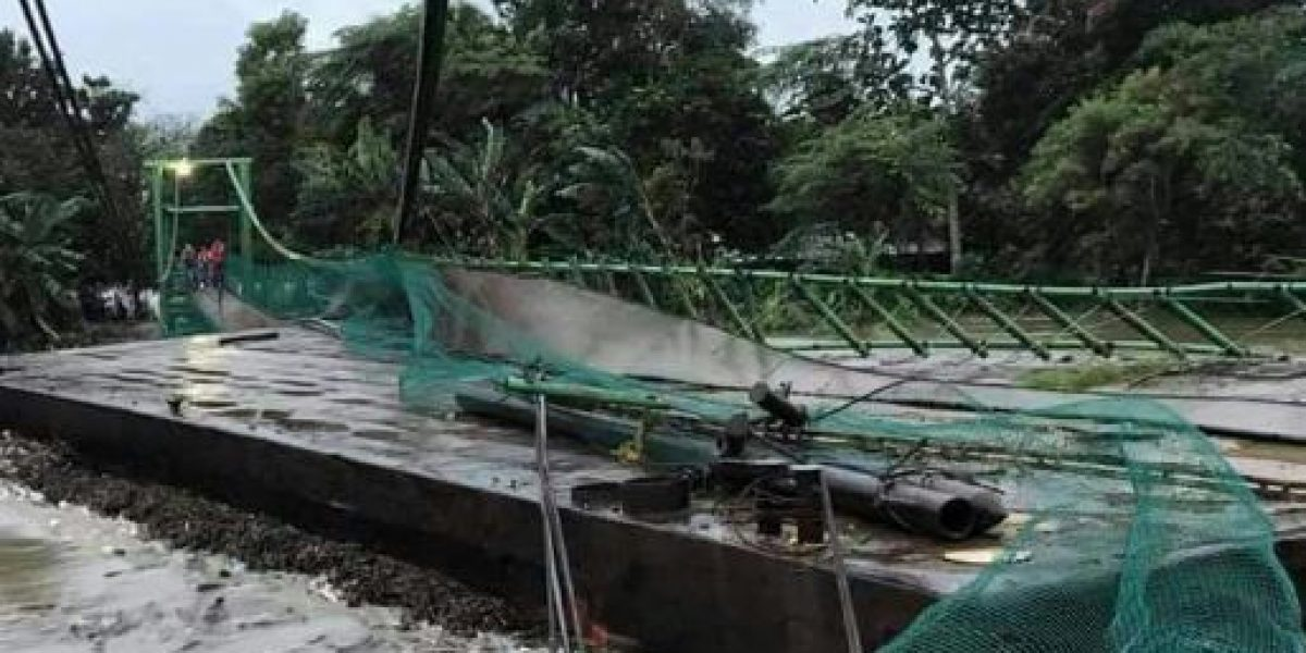 Reportan desbordamiento de río en Tabasco; hay damnificados