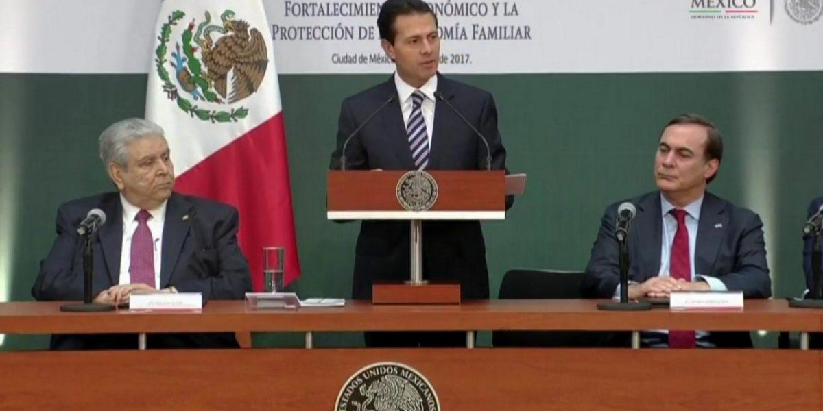 Peña Nieto firma acuerdo para cuidar la economía familiar tras