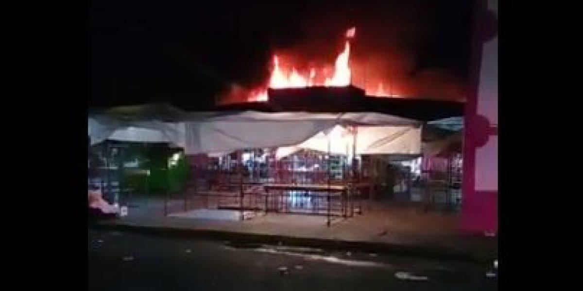 Incendio consume gran parte del mercado de Chalco