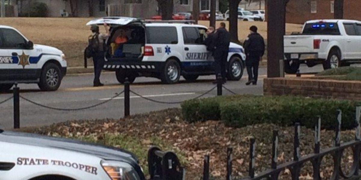 Sujeto toma rehenes en sucursal bancaria de la Universidad de Alabama
