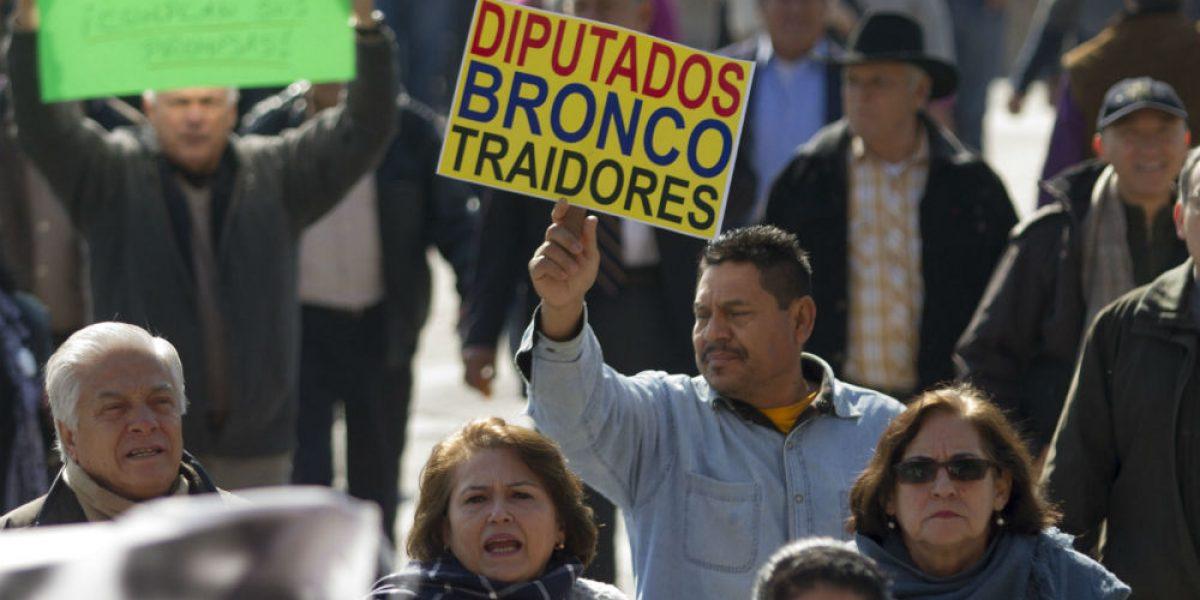 Anuncia El Bronco plan de austeridad para contener gasolinazo