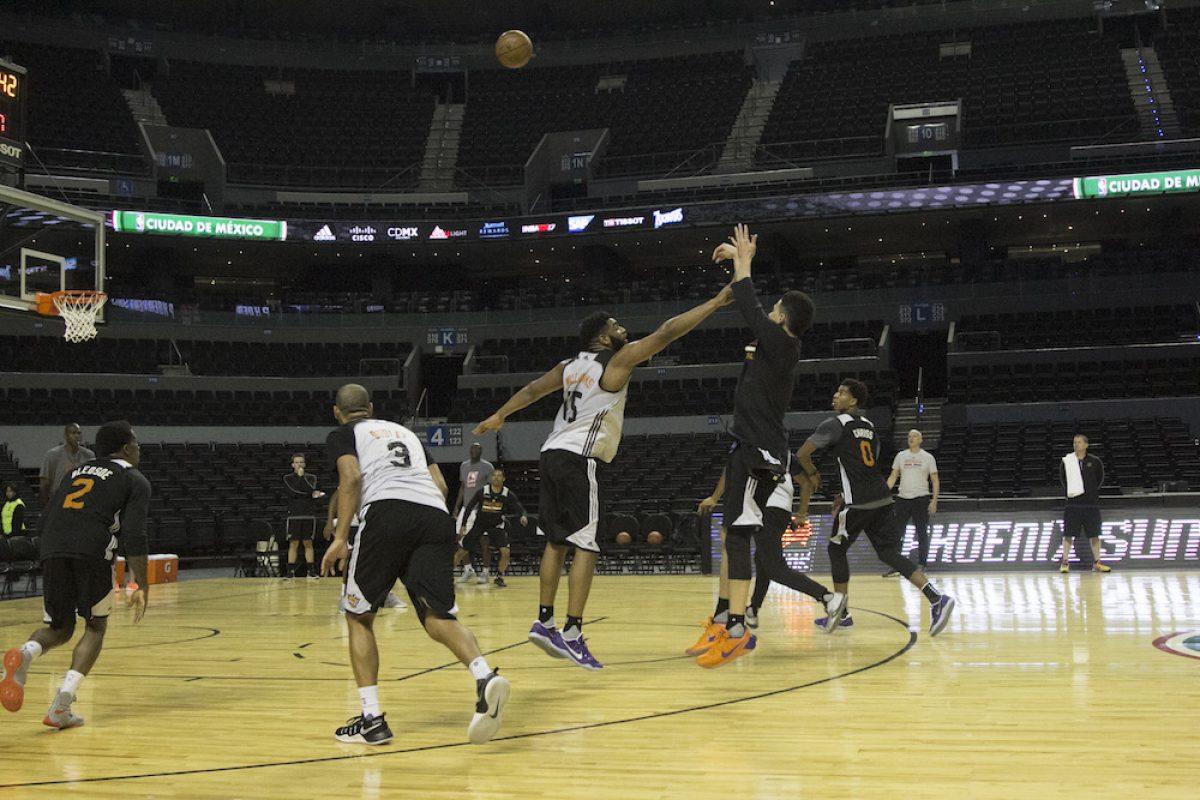 © ©GALO CAÑAS /CUARTOSCURO.COM. Imagen Por: Los Phoenix Suns fueron los primeros en salir a entrenar. / CUARTOSCURO