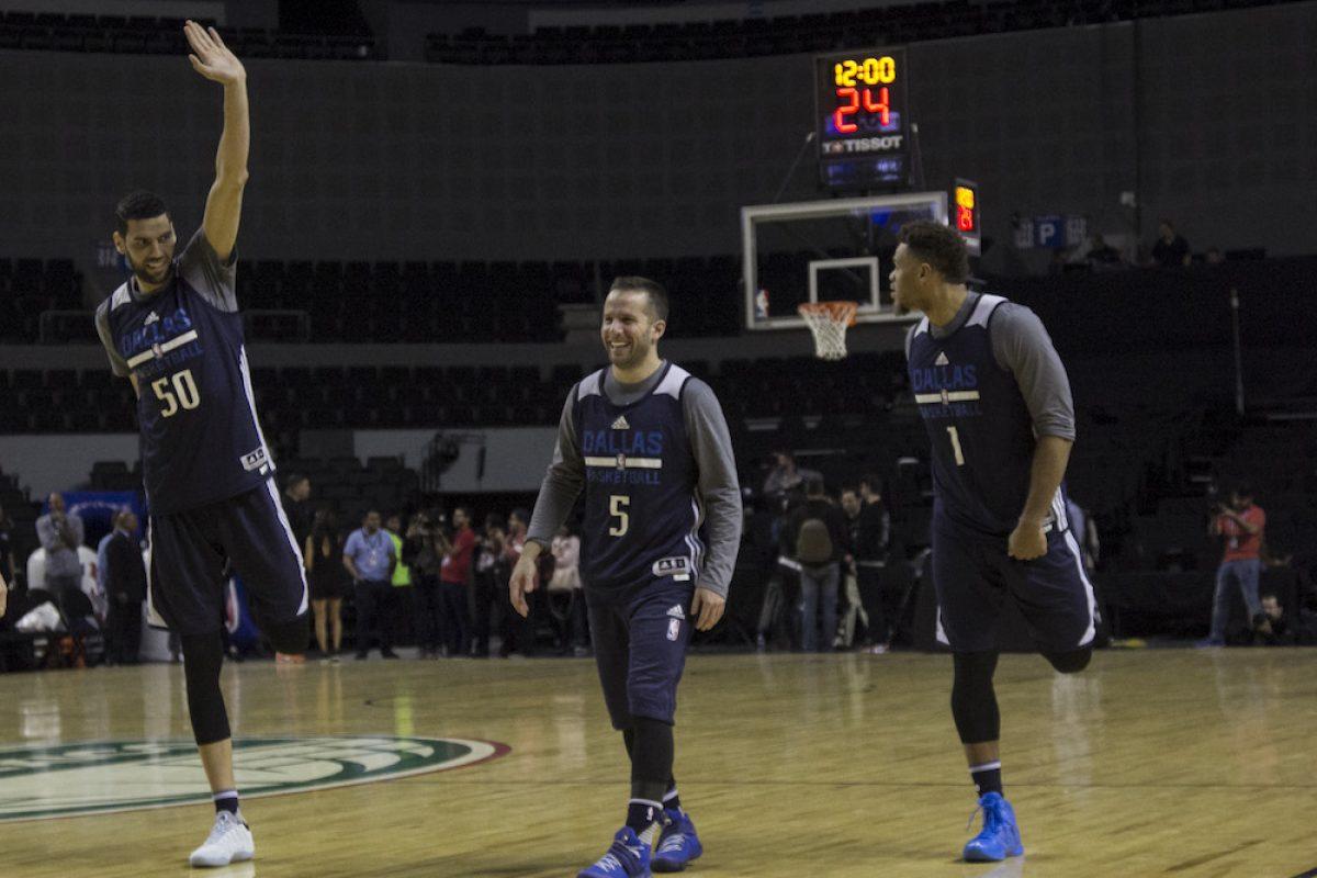 © ©GALO CAÑAS /CUARTOSCURO.COM. Imagen Por: Los Dallas Mavericks con sus estrellas Dirk Nowitzki y JJ Barea también sintieron la duela de la Arena Ciudad de México. / CUARTOSCURO