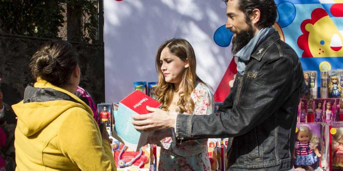 Sherlyn y Benny Ibarra entregan juguetes a niños en condiciones vulnerables