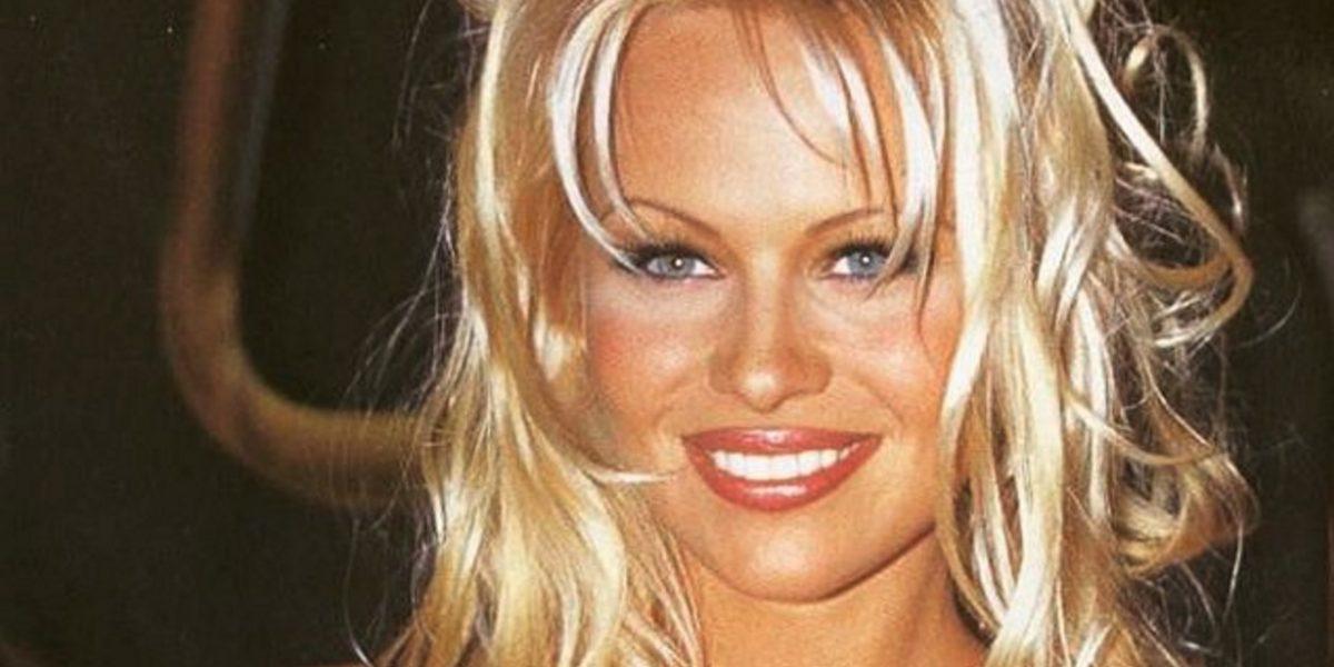 ¿Qué le pasó? Pamela Anderson asistió a un evento y lució irreconocible