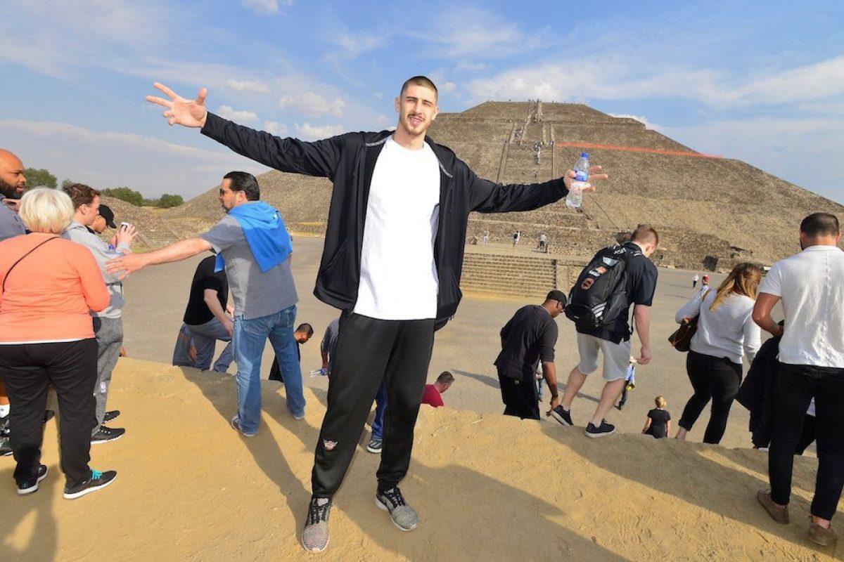 © Barry Gossage. Imagen Por: Jugadores de Suns visitaron las Pirámides de Teotihuacán/NBA México