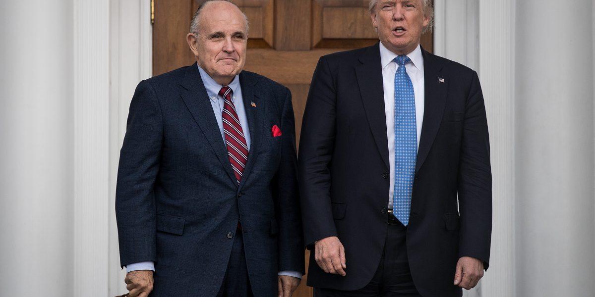 Rudolph Giuliani sí trabajará con Trump: luchará contra hackeos