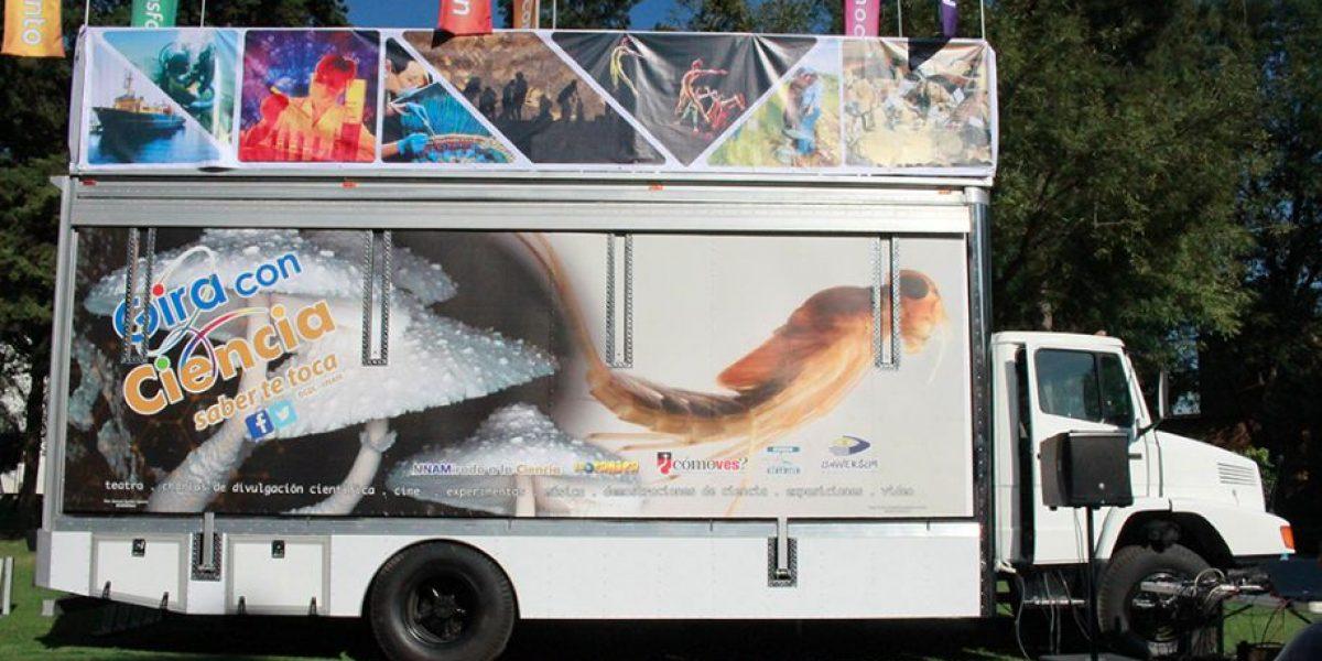 Prometeo, el camión de la UNAM que lleva la ciencia a todos lados