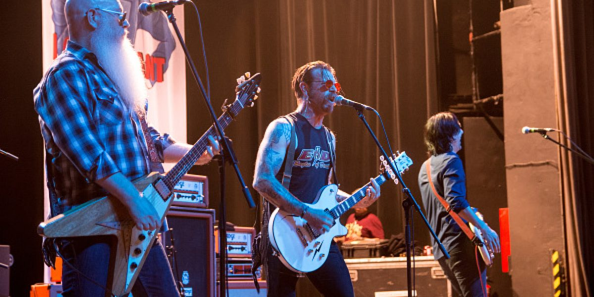 Presentan primer tráiler de documental sobre banda Eagles of Death Metal