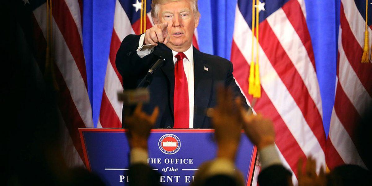 Tilda demócrata de ilegítimo a Trump; el republicano lo confronta