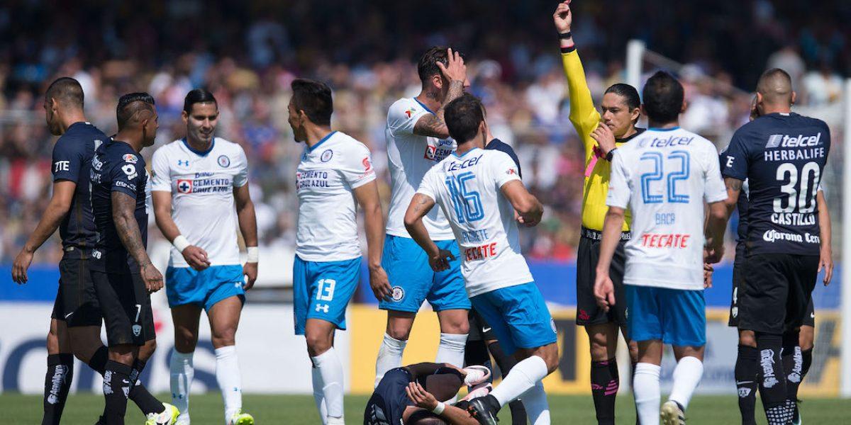 Pumas acusa a Gabriel Peñalba de escupir a Nicólas Castillo
