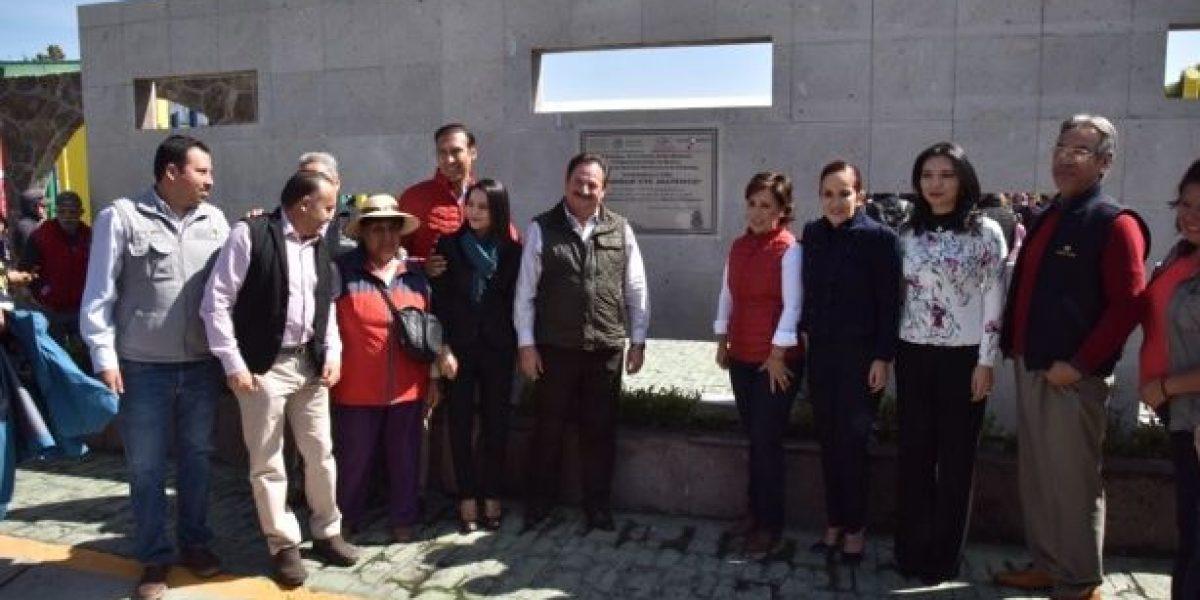 Rosario Robles entrega escrituras y espacio público rehabilitado en Zumpango