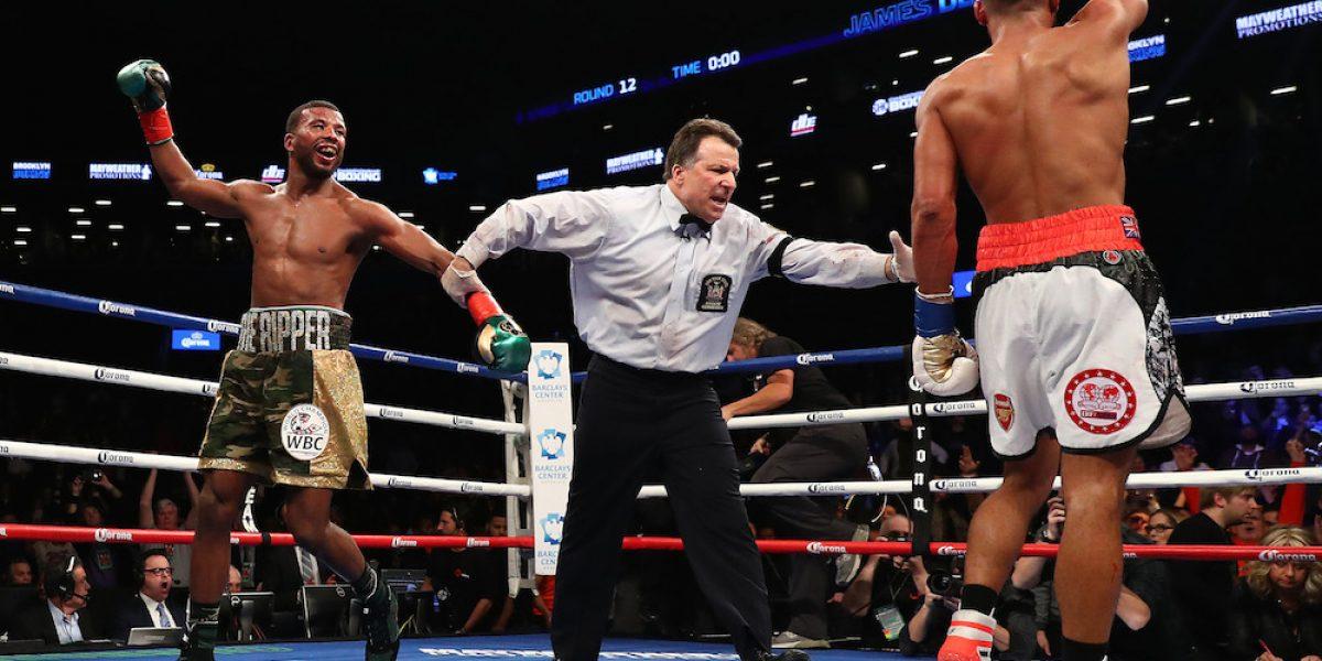 VIDEO: Referee se lleva tremendo puñetazo en pelea de boxeo