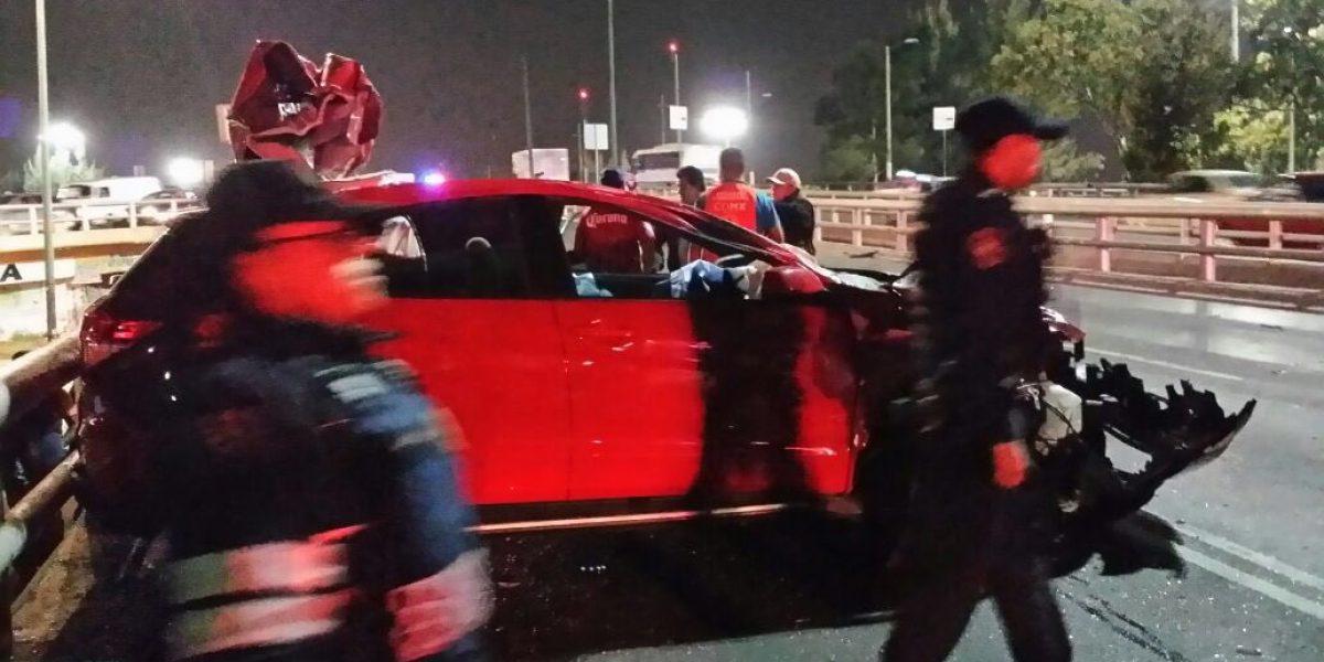 Carambola entre 6 autos en Periférico deja una persona muerta