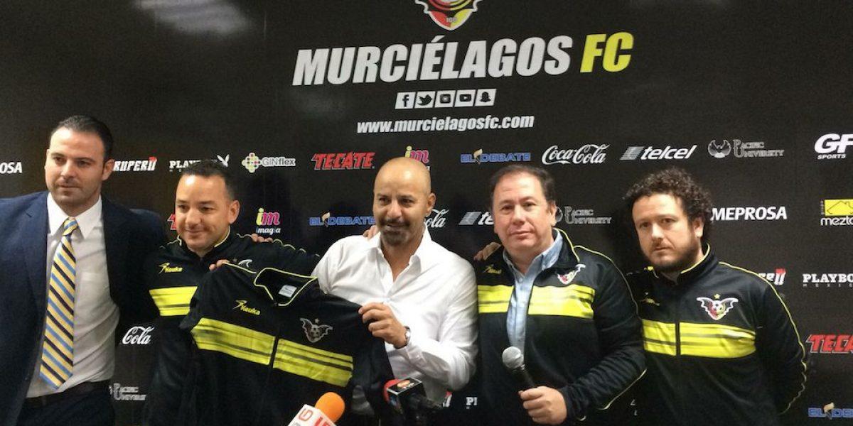 """El """"Fantasma"""" Figueroa fue presentado como nuevo DT de Murciélagos"""