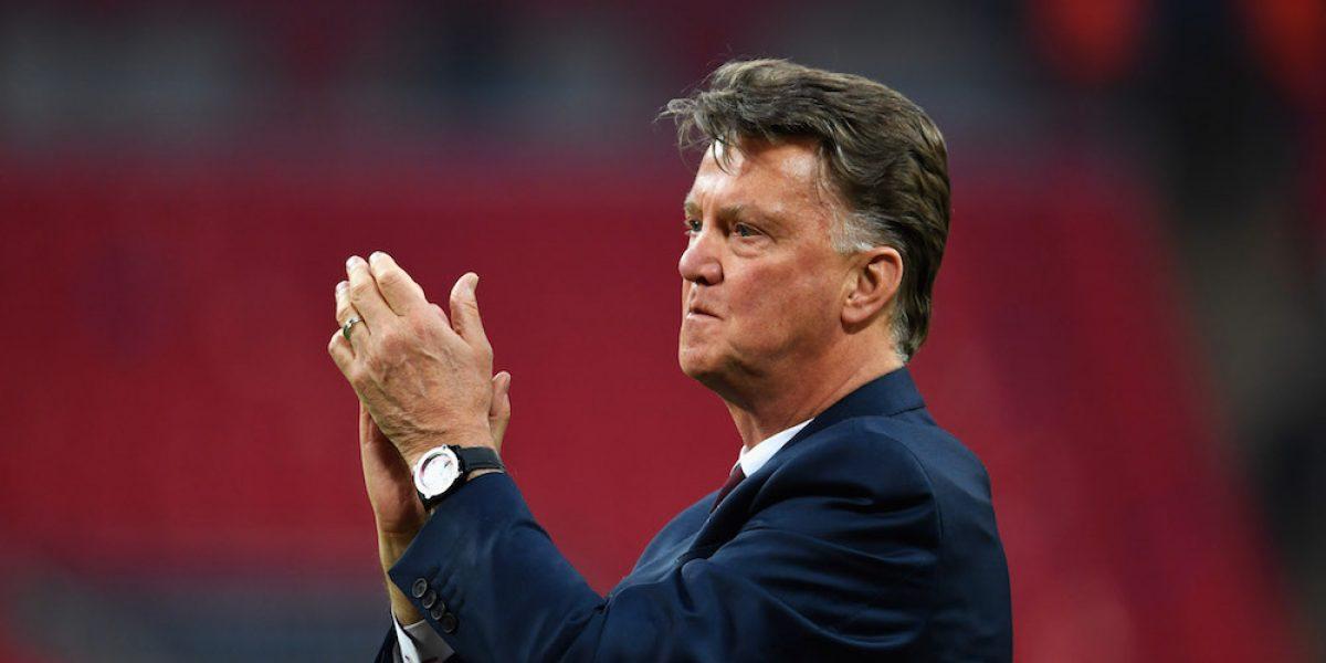 El técnico Louis van Gaal anuncia su retiro