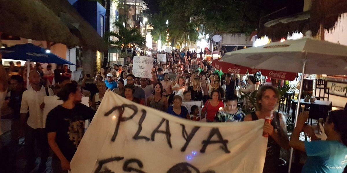 Marchan por la paz luego del tiroteo en Playa del Carmen