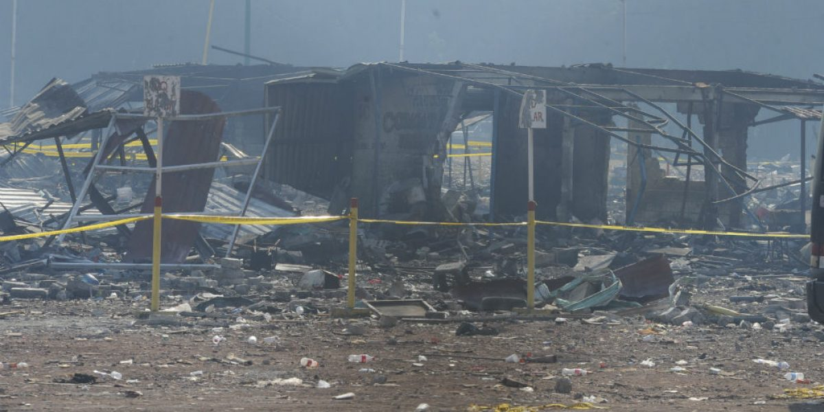Suman 41 muertos por explosión en Tultepec