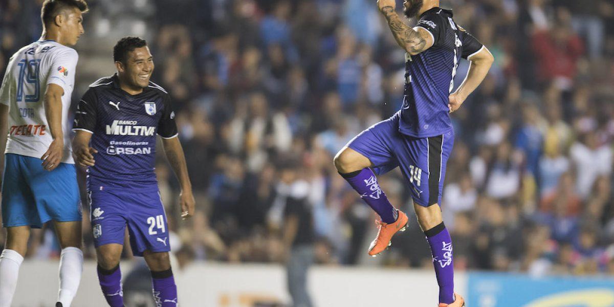 Querétaro inicia la defensa de su título con triunfo sobre Cruz Azul